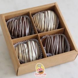 Caixa com 4 mini bolo coração